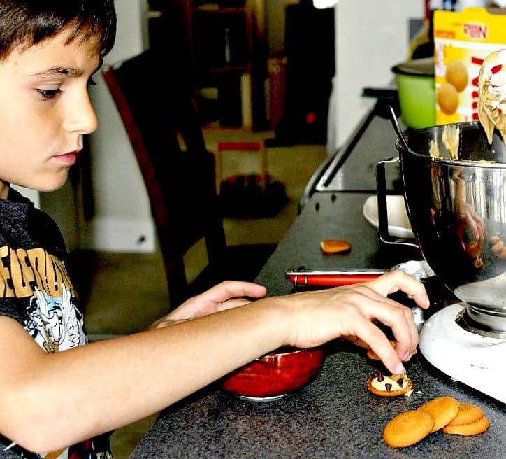peanut-butter-chocolate-chip-nilla-wafer-sandwiches-5