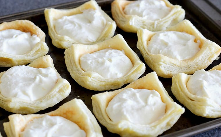Puff Pastry Cups filled with Lemon Cheesecake Batter