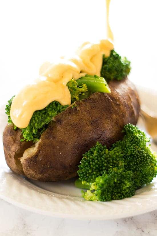Slow Cooker Baked Potatoes with Broccoli and Cheese