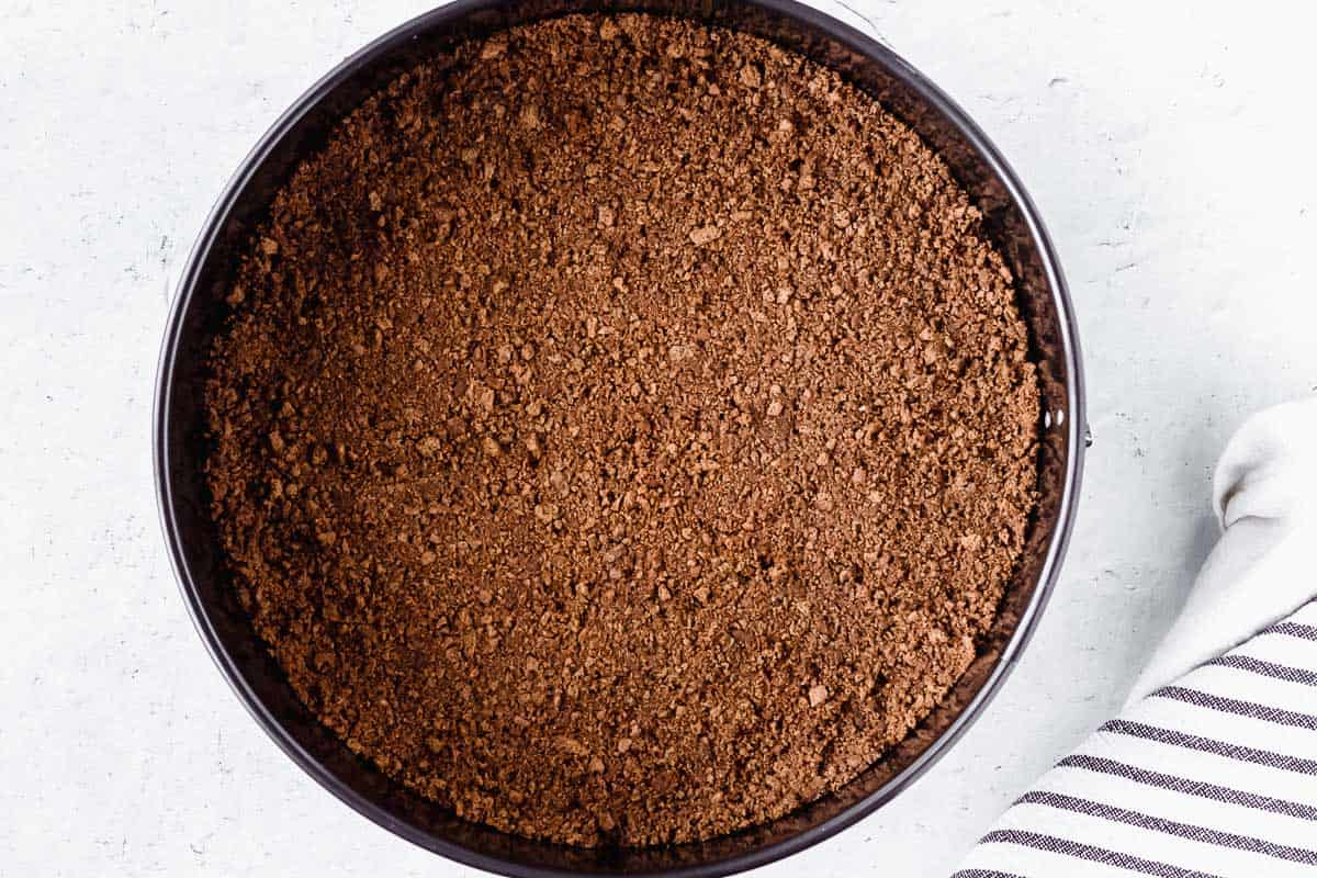 Spiced wafer crust in the bottom of a springform pan